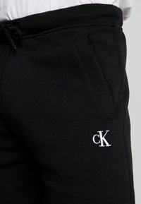 Calvin Klein Jeans - ESSENTIAL - Shorts - black - 5