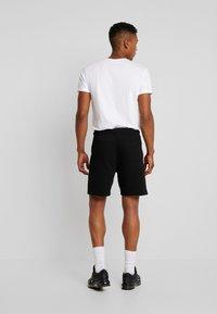Calvin Klein Jeans - ESSENTIAL - Shorts - black - 2
