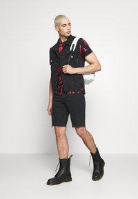 Calvin Klein Jeans - CK ONE REGULAR SHORT - Jeansshort - black stone - 1