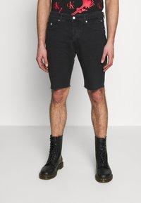 Calvin Klein Jeans - CK ONE REGULAR SHORT - Jeansshort - black stone - 0