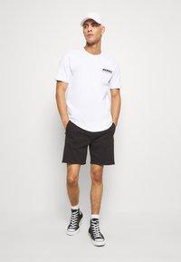 Calvin Klein Jeans - SIDE LOGO - Pantalon de survêtement - black - 1