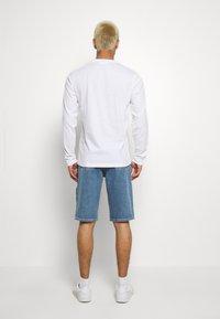 Calvin Klein Jeans - SLIM SHORT PRIDE - Shorts di jeans - light blue - 2