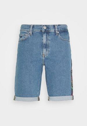 SLIM SHORT PRIDE - Short en jean - light blue
