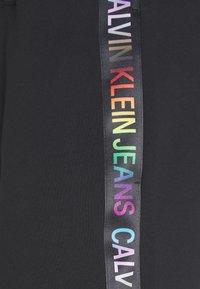 Calvin Klein Jeans - INSTITUTIONAL HWK SHORT PRIDE - Tracksuit bottoms - black - 2