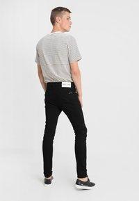 Calvin Klein Jeans - 016 SKINNY - Jeans Skinny Fit - stay black - 2