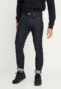 Calvin Klein Jeans - 026 SLIM FIT - Džíny Slim Fit - antwerp rinse - 0