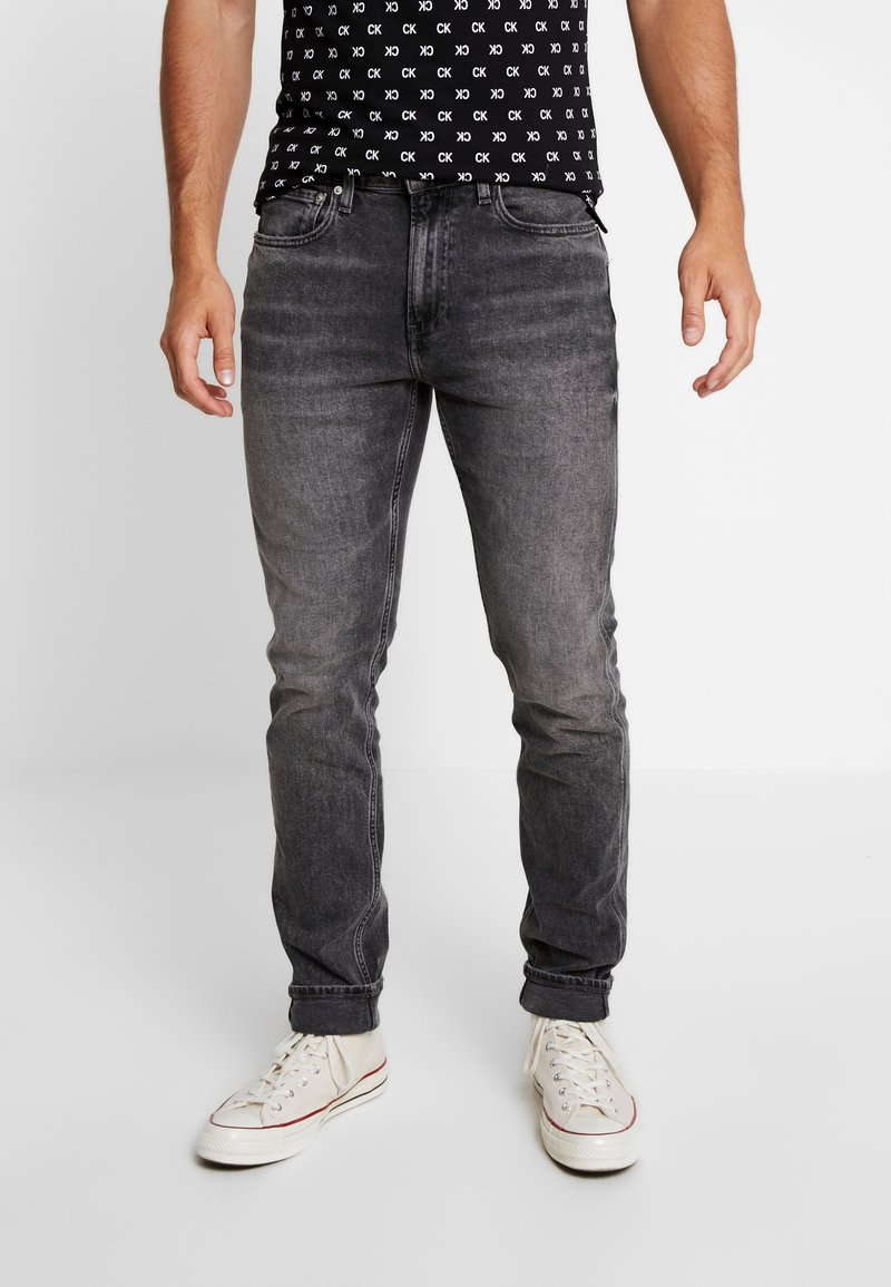 Calvin Klein Jeans - CKJ 058 SLIM TAPER - Jeans Slim Fit - grey triple needle