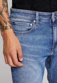 Calvin Klein Jeans - 058 SLIM - Jeans slim fit - 135 blue - 6