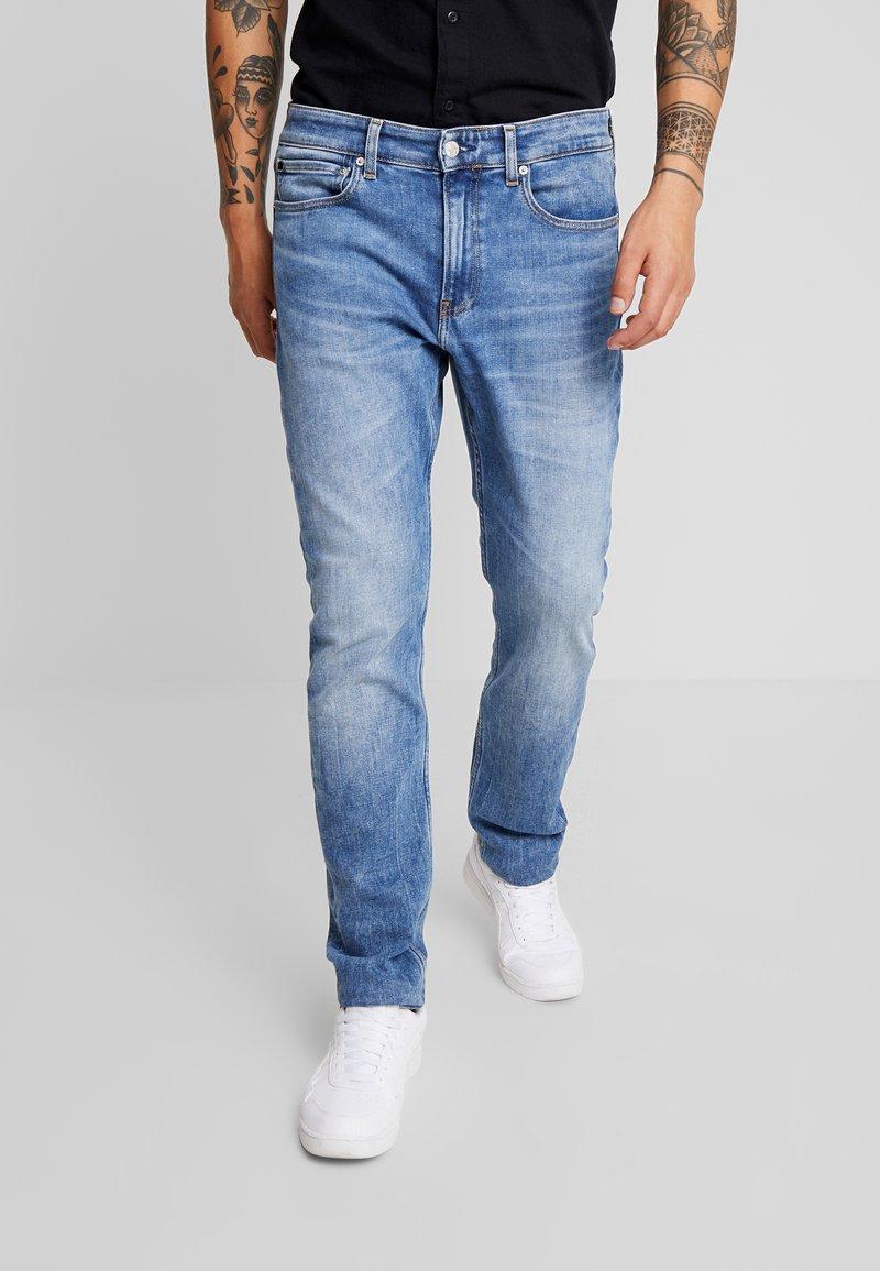 Calvin Klein Jeans - 058 SLIM - Džíny Slim Fit - 135 blue