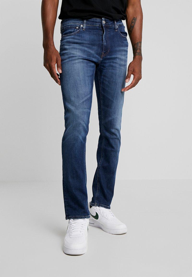 Calvin Klein Jeans - CKJ 026 SLIM - Jeans slim fit - darkblue