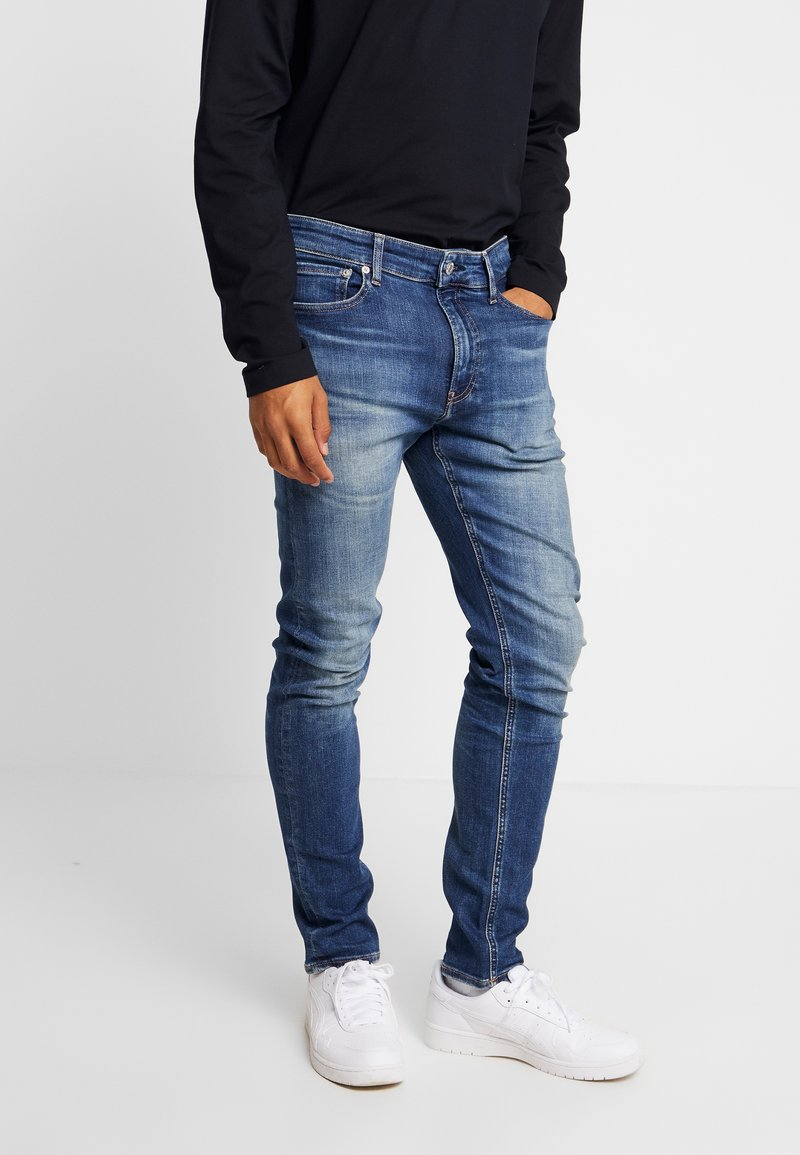 Calvin Klein Jeans - TAPER - Jeans Tapered Fit - blue