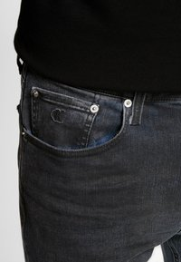 Calvin Klein Jeans - CKJ 016 SKINNY - Skinny džíny - ca080 grey - 4