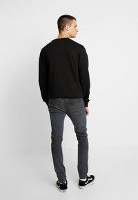 Calvin Klein Jeans - CKJ 016 SKINNY - Skinny džíny - ca080 grey - 2