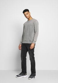 Calvin Klein Jeans - 035 STRAIGHT - Jeans a sigaretta - black - 1