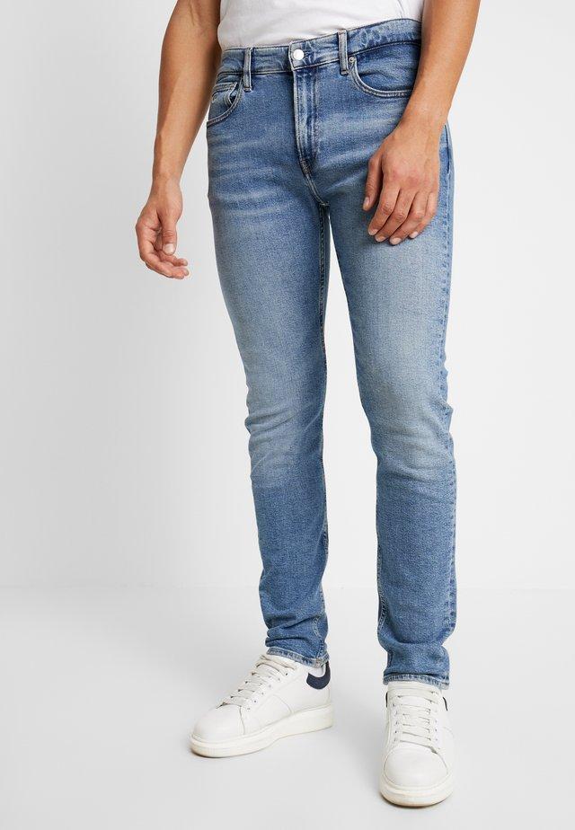 SLIM TAPER - Jeans fuselé - mid blue