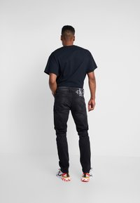 Calvin Klein Jeans - SLIM TAPER - Jeans Tapered Fit - black - 2