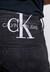 Calvin Klein Jeans - SLIM TAPER - Jeans Tapered Fit - black - 4