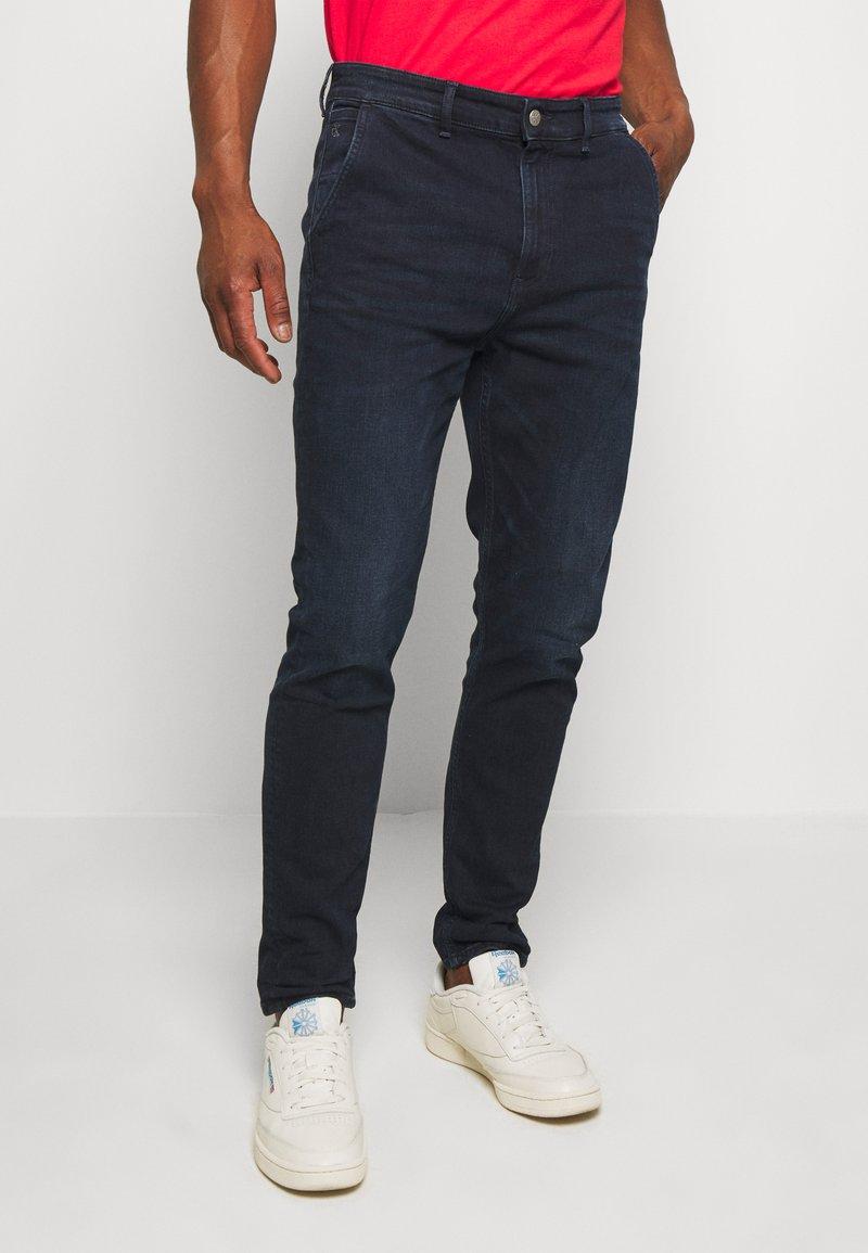 Calvin Klein Jeans - SLIM TAPER  - Tapered-Farkut - blue
