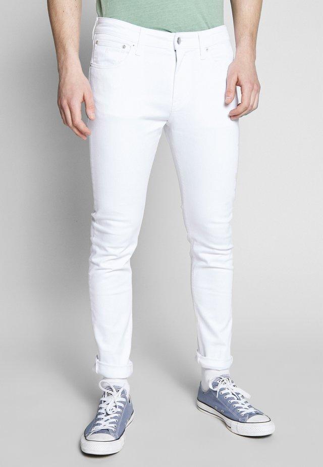 CKJ 016 SKINNY - Skinny džíny - white