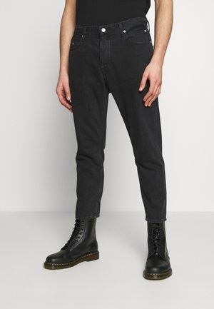 CK ONE DAD JEAN - Jeans slim fit - black stone