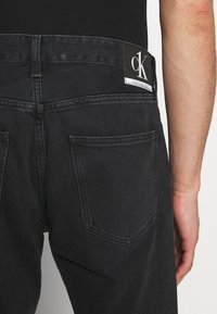 Calvin Klein Jeans - CK ONE DAD JEAN - Slim fit jeans - black stone - 4