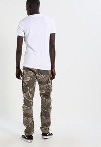 Calvin Klein Jeans - TYPE REGULAR FIT  - Triko spotiskem - white - 2