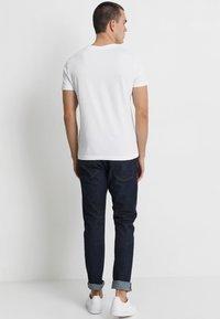 Calvin Klein Jeans - SMALL INSTIT LOGO CHEST TEE - T-shirt - bas - white - 2