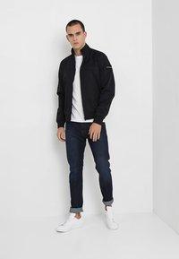 Calvin Klein Jeans - SMALL INSTIT LOGO CHEST TEE - T-shirt - bas - white - 1