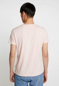Calvin Klein Jeans - SMALL INSTIT LOGO CHEST TEE - Jednoduché triko - pink - 2
