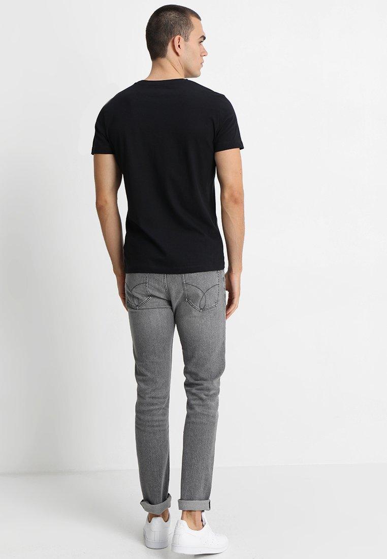 Calvin Klein Jeans SMALL INSTIT LOGO CHEST TEE - T-shirt basic - black