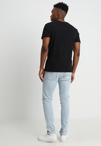 Calvin Klein Jeans - CORE INSTITUTIONAL LOGO TEE - Print T-shirt - ck black