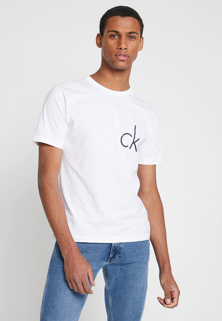 Calvin Klein Jeans - CHEST LOGO TEE - Print T-shirt - bright white