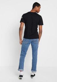 Calvin Klein Jeans - INSTIT LOGO SLEEVE TEE - Triko spotiskem - black - 2