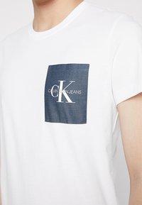 Calvin Klein Jeans - MONOGRAM POCKET SLIM TEE - Print T-shirt - white - 4