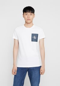 Calvin Klein Jeans - MONOGRAM POCKET SLIM TEE - Print T-shirt - white - 0