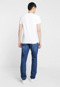 Calvin Klein Jeans - MONOGRAM POCKET SLIM TEE - Print T-shirt - white - 2