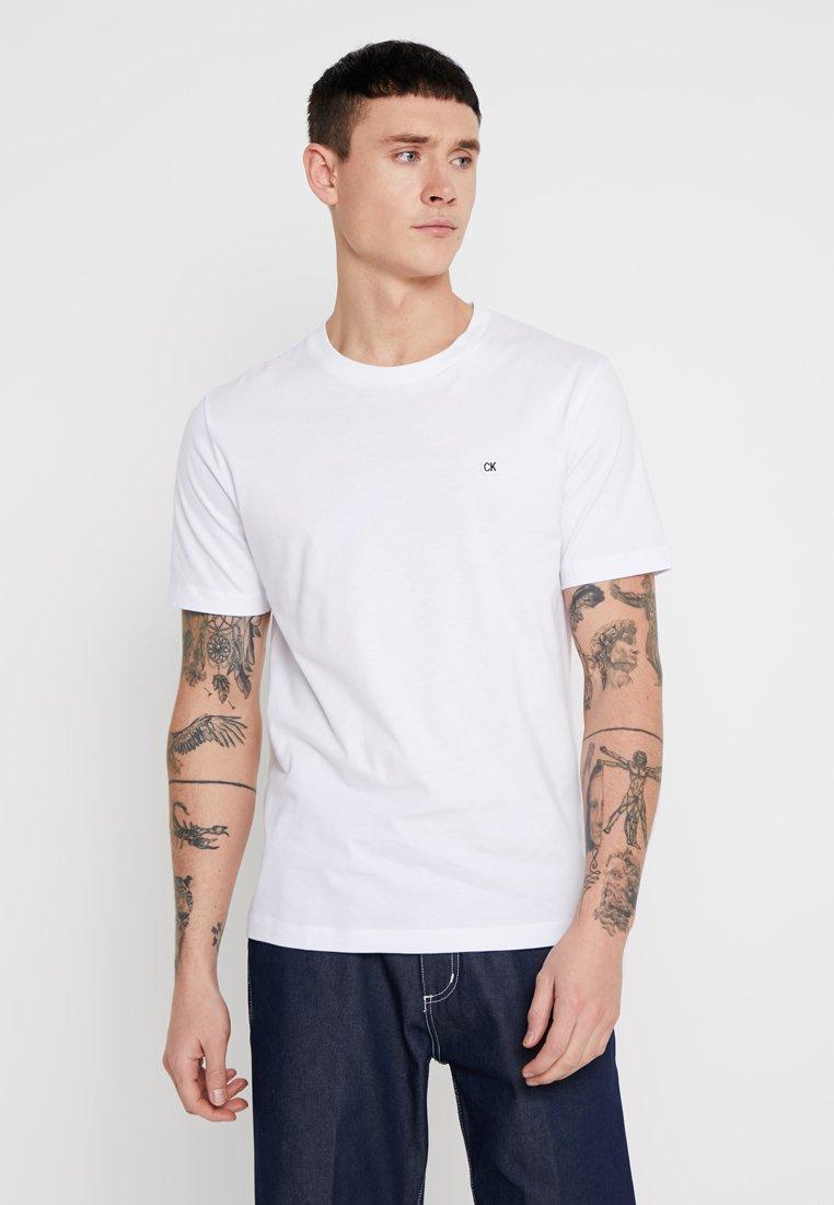 Calvin Klein Jeans - BADGE REGULAR TEE - T-Shirt basic - white