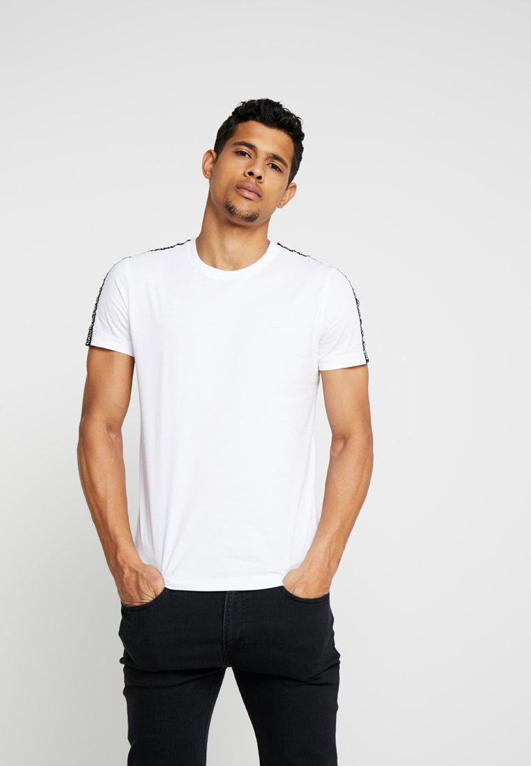 Calvin Klein Jeans SLEEVES LOGO INSTIT TAPE - T-shirt z nadrukiem - white