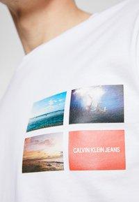 Calvin Klein Jeans - PHOTOGRAPHIC SMALL CHEST - T-shirt print - white - 5