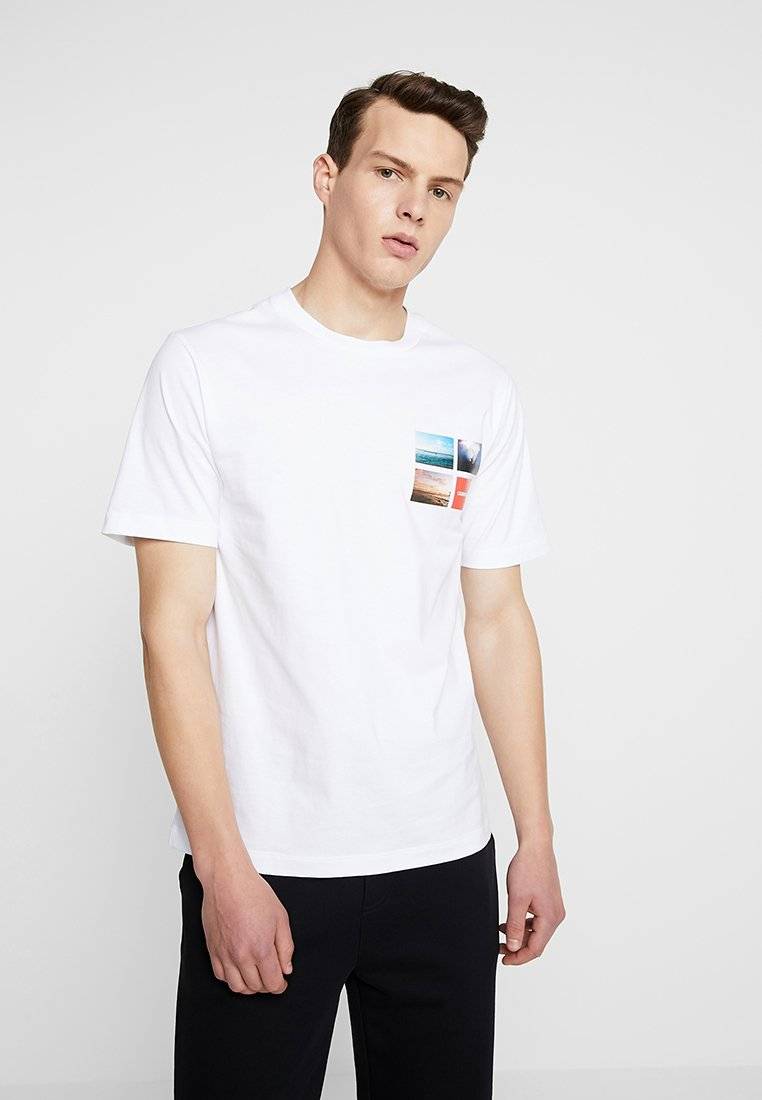 Calvin Small White ChestT shirt Jeans Klein Photographic Imprimé R5L34qAj