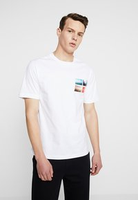 Calvin Klein Jeans - PHOTOGRAPHIC SMALL CHEST - T-shirt print - white - 0