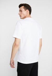 Calvin Klein Jeans - PHOTOGRAPHIC SMALL CHEST - T-shirt print - white - 2