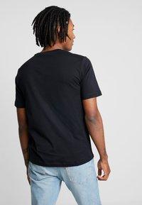Calvin Klein Jeans - PHOTOGRAPHIC SMALL CHEST - Triko spotiskem - black - 2