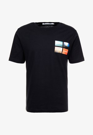PHOTOGRAPHIC SMALL CHEST - T-shirts med print - black