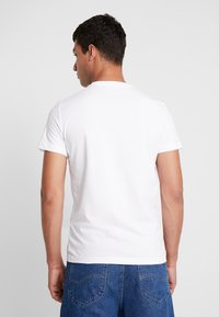 Calvin Klein Jeans - SLIM FIT 2 PACK - T-shirt - bas - bright white - 3