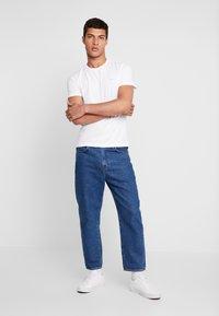 Calvin Klein Jeans - SLIM FIT 2 PACK - T-shirt - bas - bright white - 1