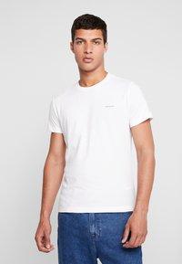 Calvin Klein Jeans - SLIM FIT 2 PACK - T-shirt - bas - bright white - 2