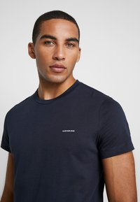 Calvin Klein Jeans - SLIM FIT 2 PACK - T-shirt - bas - night sky/night sky - 4