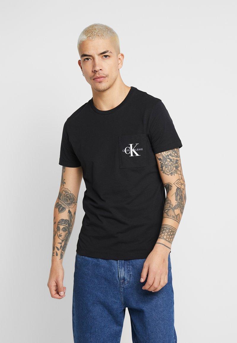 Calvin Klein Jeans - MONOGRAM POCKET SLIM TEE - Triko spotiskem - black