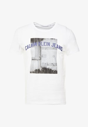 PHOTOGRAPHIC BASKETBALL SLIM - T-shirt z nadrukiem - bright white